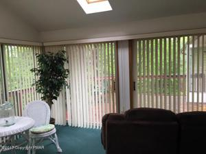 2518 Highview Dr, Brodheadsville, PA 18322