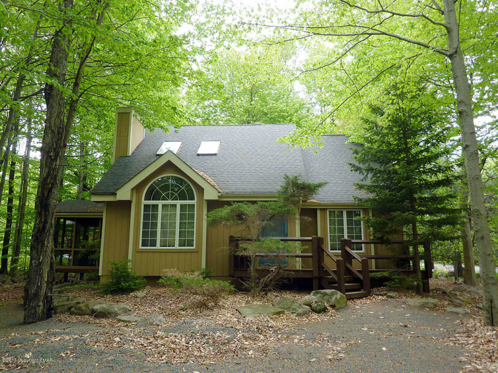 227 Sweet Briar Rd, Pocono Pines, PA 18350