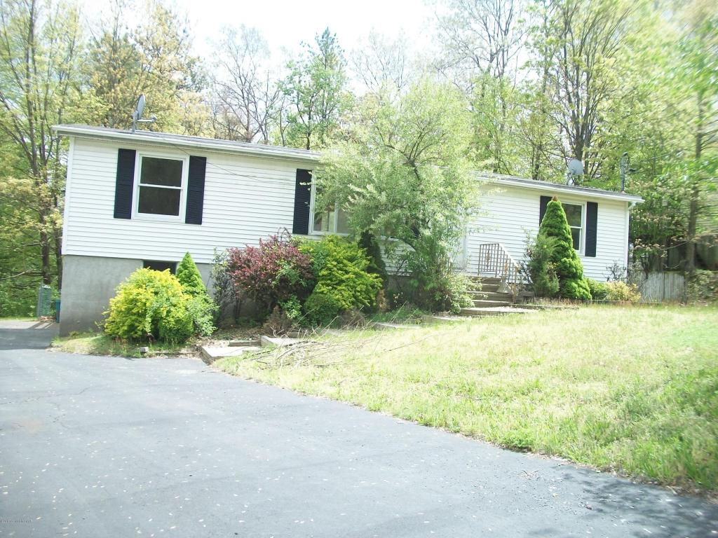 2216 Clearview Dr, East Stroudsburg, PA 18302