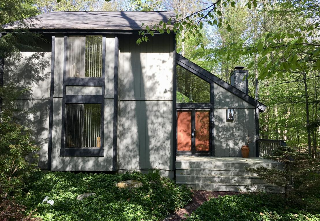3221 Green Meadow Circle, Pocono Pines, PA 18350