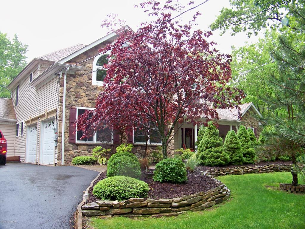 130 Hazelnut Ct, Long Pond, PA 18334
