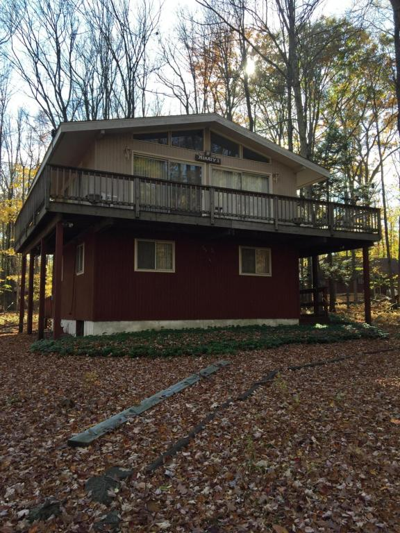 3415 Woodpecker Ct, Pocono Lake, PA 18347