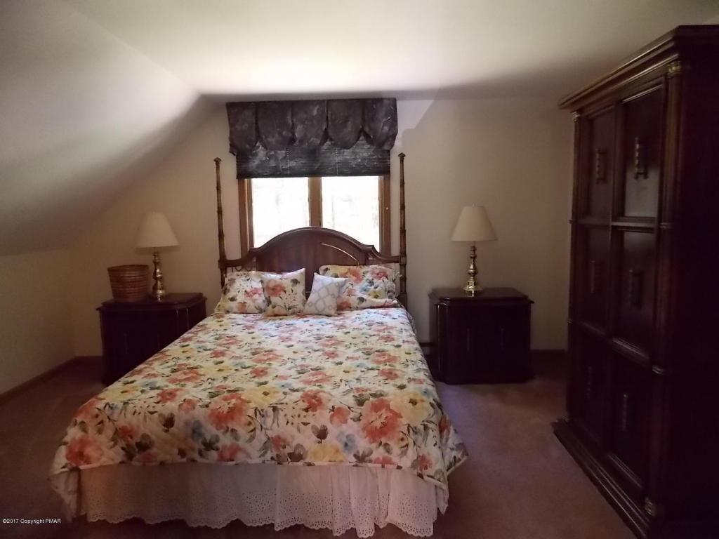 109 Longfellow Cir, Albrightsville, PA 18210