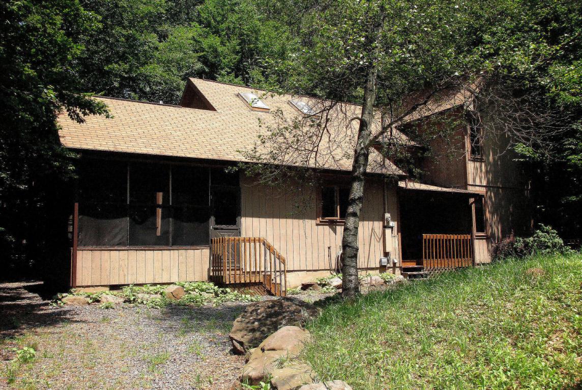 215 Little Pond Cir, Pocono Pines, PA 18350