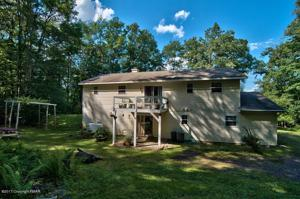 7056 Sunrise Lake Dr, White Haven, PA 18661