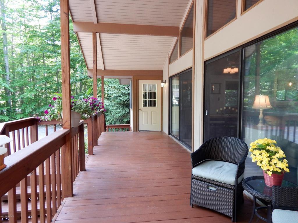 1284 Redwood Terrace, Pocono Pines, PA 18350