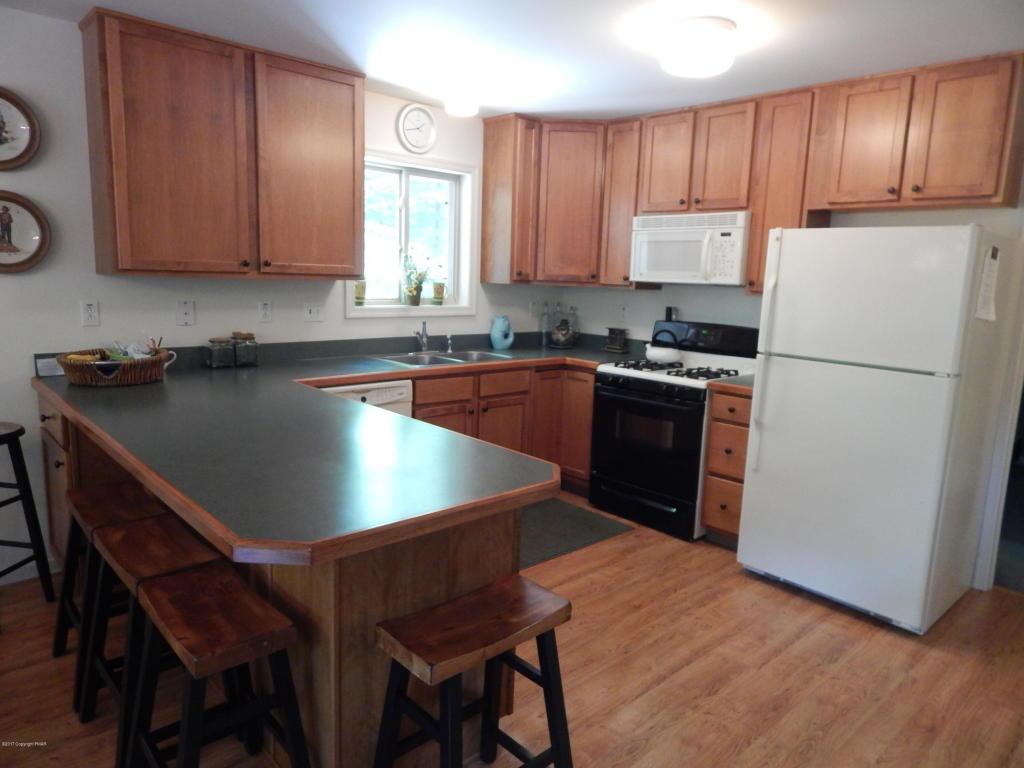 234 Aspen Rd, Pocono Pines, PA 18350