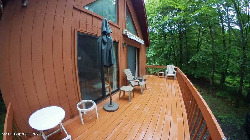 813 Sir Sagramore Ct, Pocono Lake, PA 18347