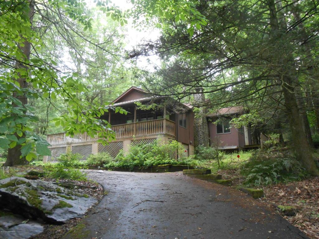 3497 Spruce Cabin Rd, Cresco, PA 18326