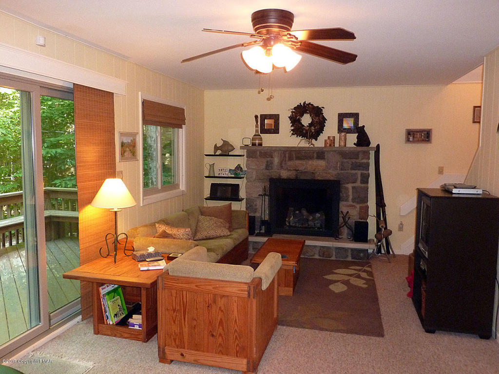 1108 Buttonwood Ct, Pocono Pines, PA 18350