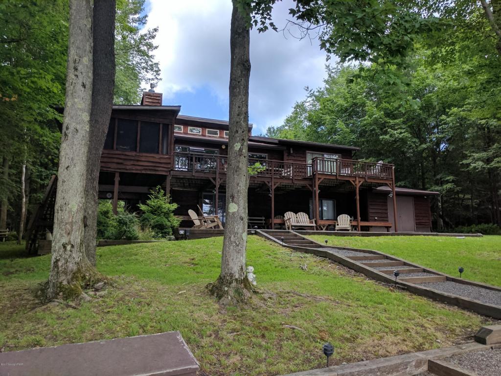 62 W Lake Dr, Gouldsboro, PA 18424