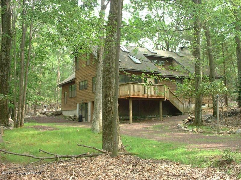 29 Split Rock Rd, Lake Harmony, PA 18624