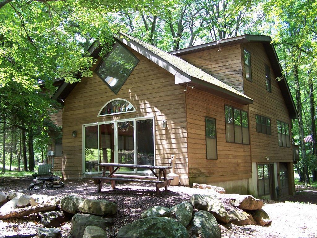 29 Split Rock Rd, Lake Harmony, PA 18624