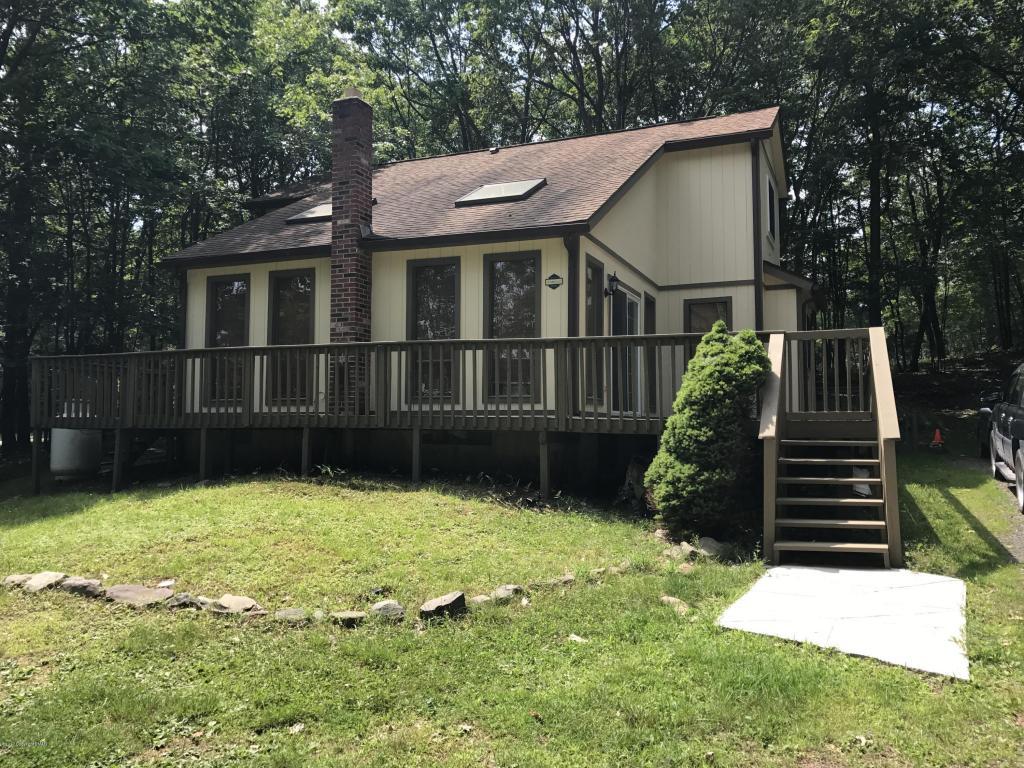 105 Hazelnut Ct, Long Pond, PA 18334
