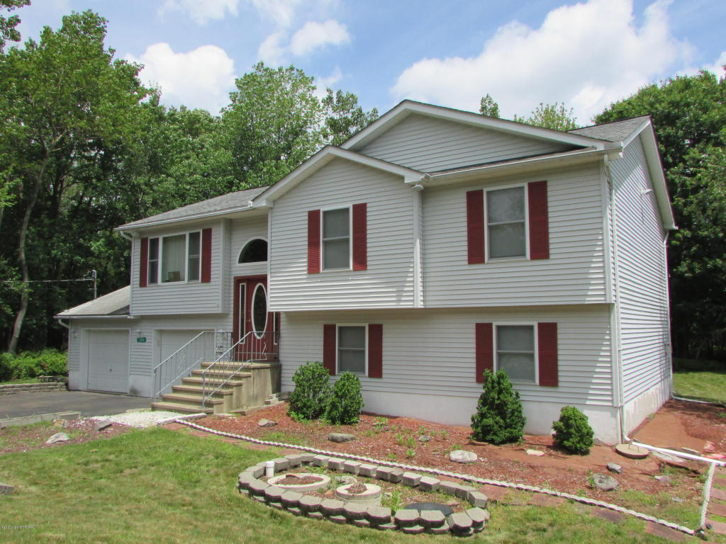 384 Cedar Dr, Long Pond, PA 18334