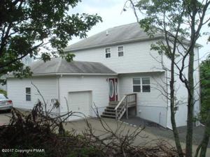 124 Greenwich Dr, Bushkill, PA 18324