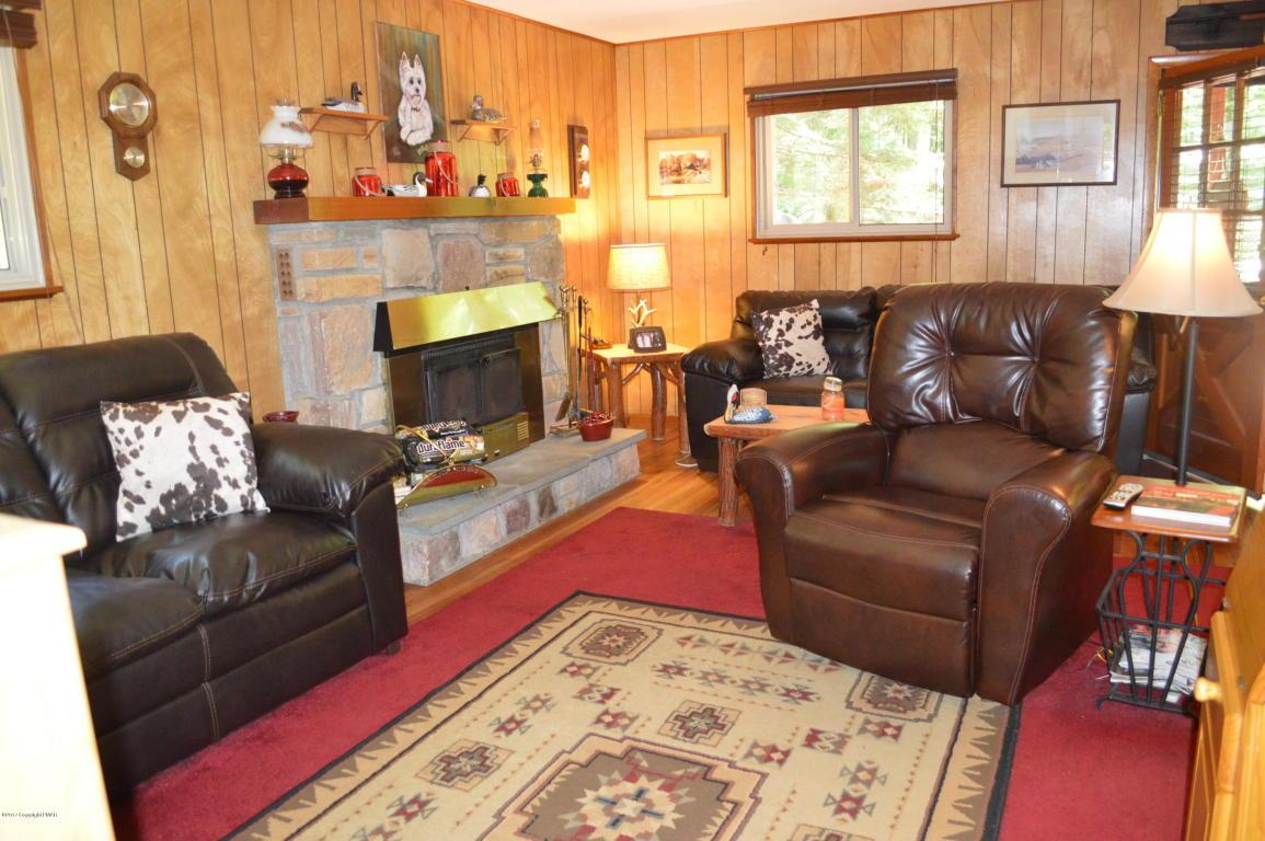 135 Tommys Ln, Pocono Lake, PA 18347