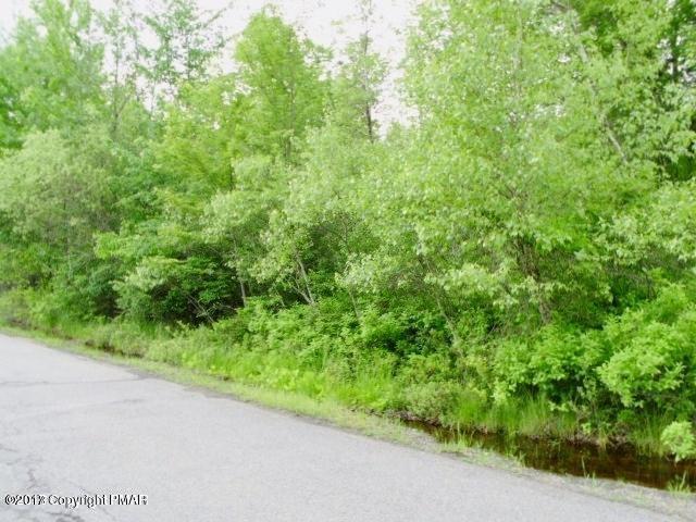 5946 Clover Rd, Long Pond, PA 18334
