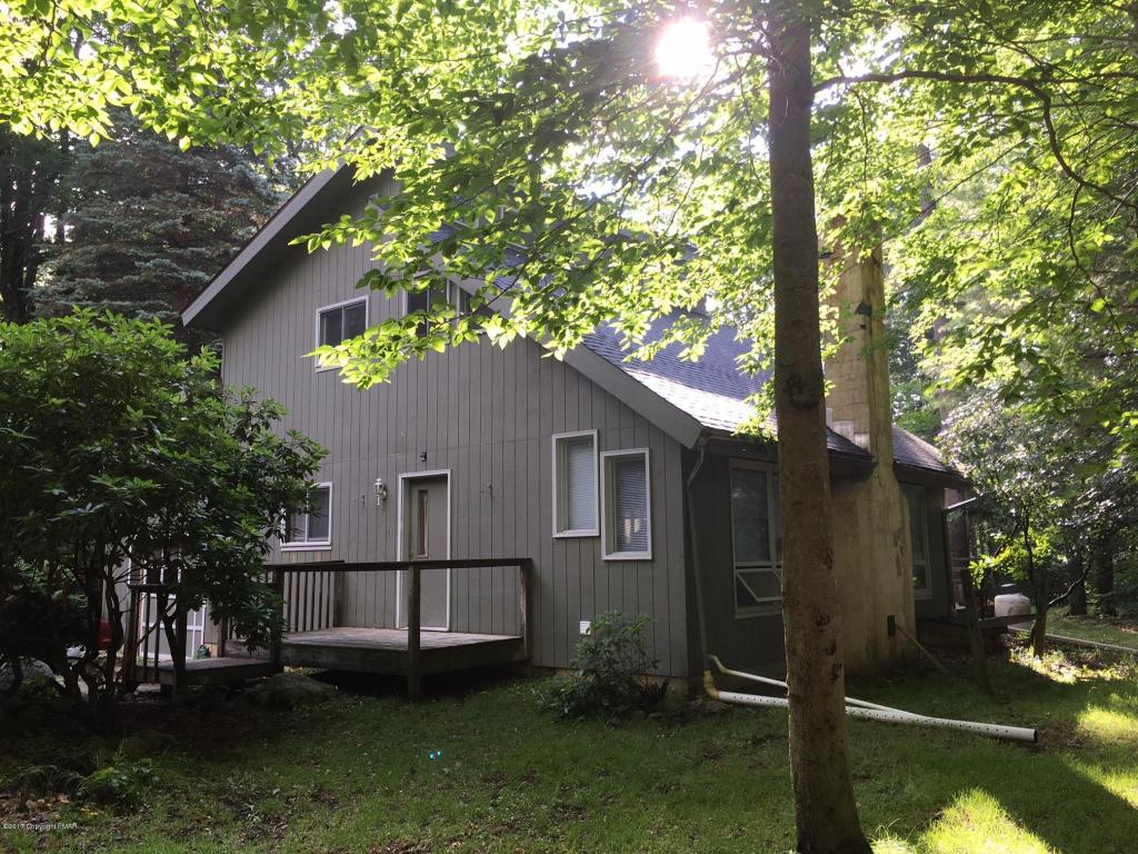 129 Lake Rd, Tobyhanna, PA 18466