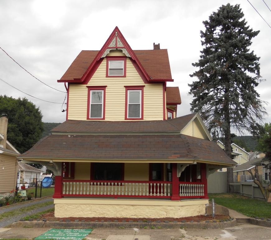 509 W Main St, Pen Argyl, PA 18072