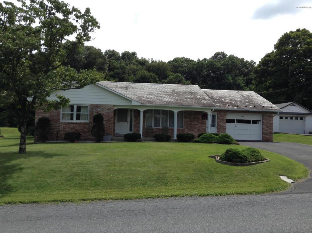 1182 Middletown Rd, Pen Argyl, PA 18072
