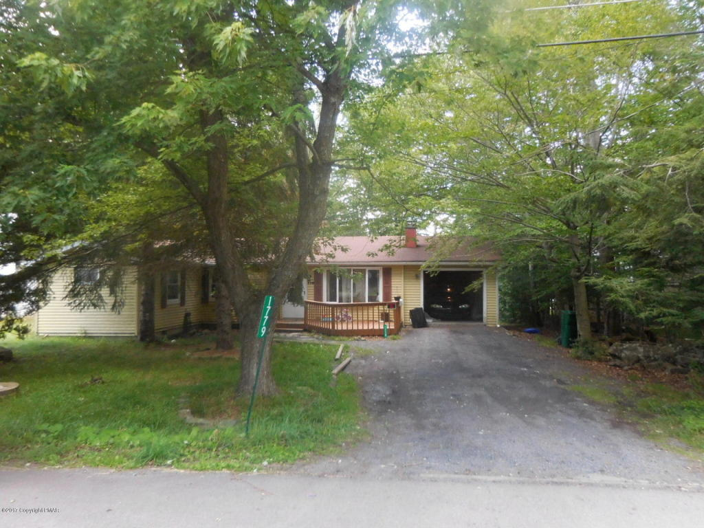 1779 Rolling Hills Dr, Tobyhanna, PA 18466