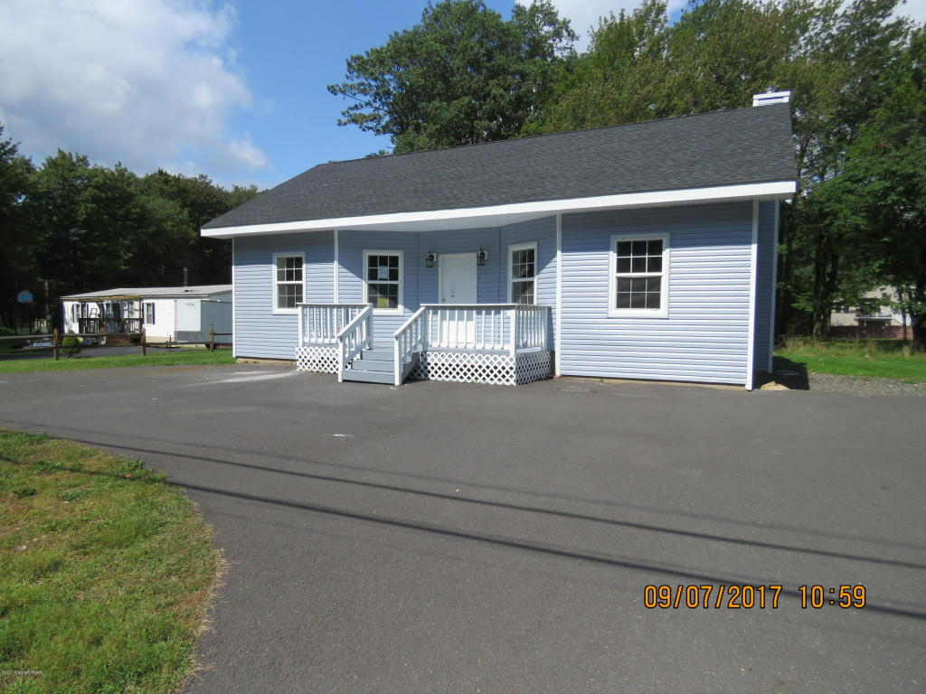 306 Summit Ave, Pocono Summit, PA 18346