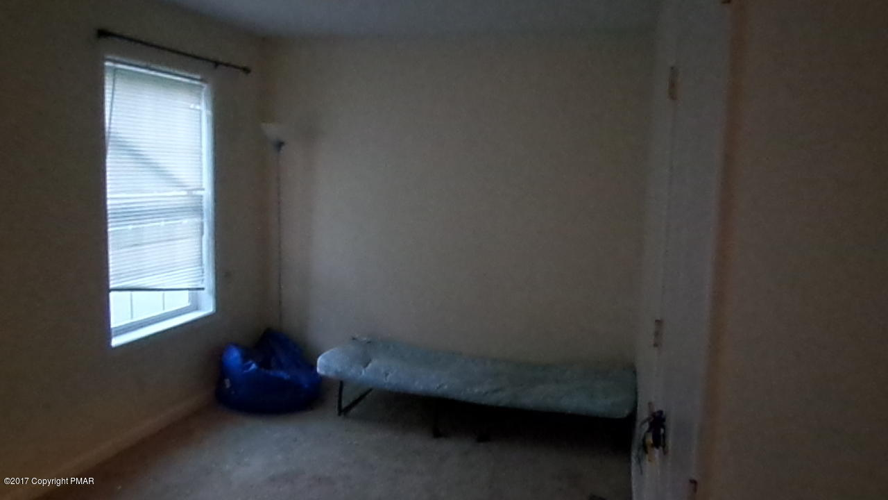 707 Edgewood Rd, Tobyhanna, PA 18466