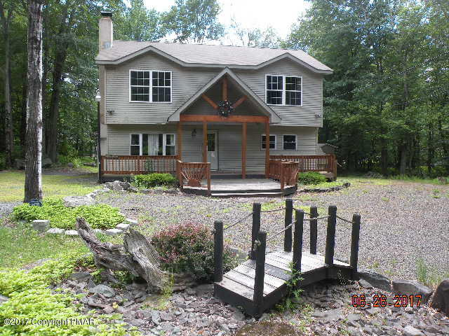 172 Outer Dr, Pocono Lake, PA 18347