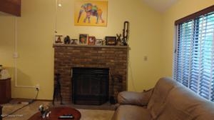 102 Red Squirrel Ct, Dingmans Ferry, PA 18328