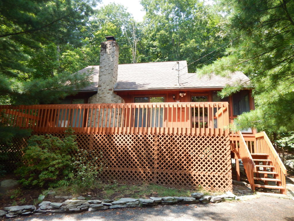 6037 Decker Road, Bushkill, PA 18324