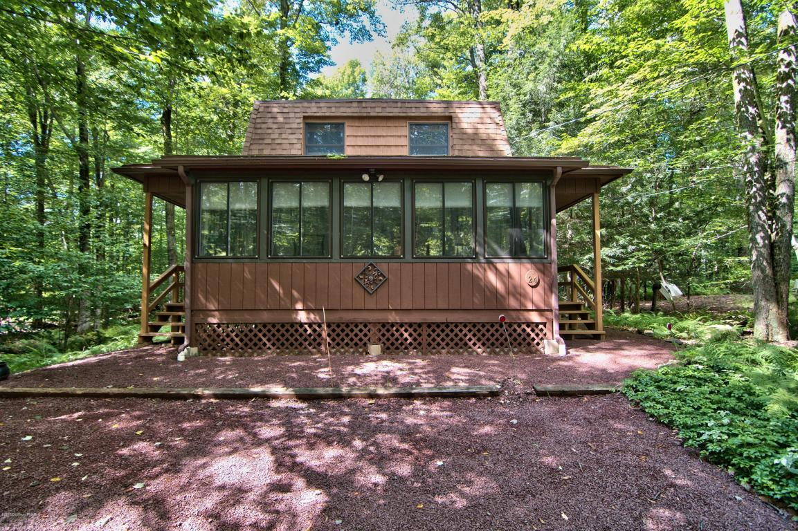 1154 Deer Trail Rd, Pocono Pines, PA 18350