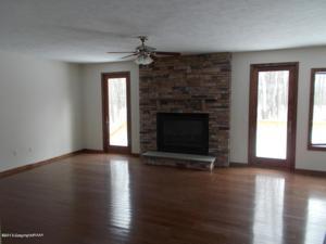 327 Sunset Ave., Pocono Manor, PA 18349