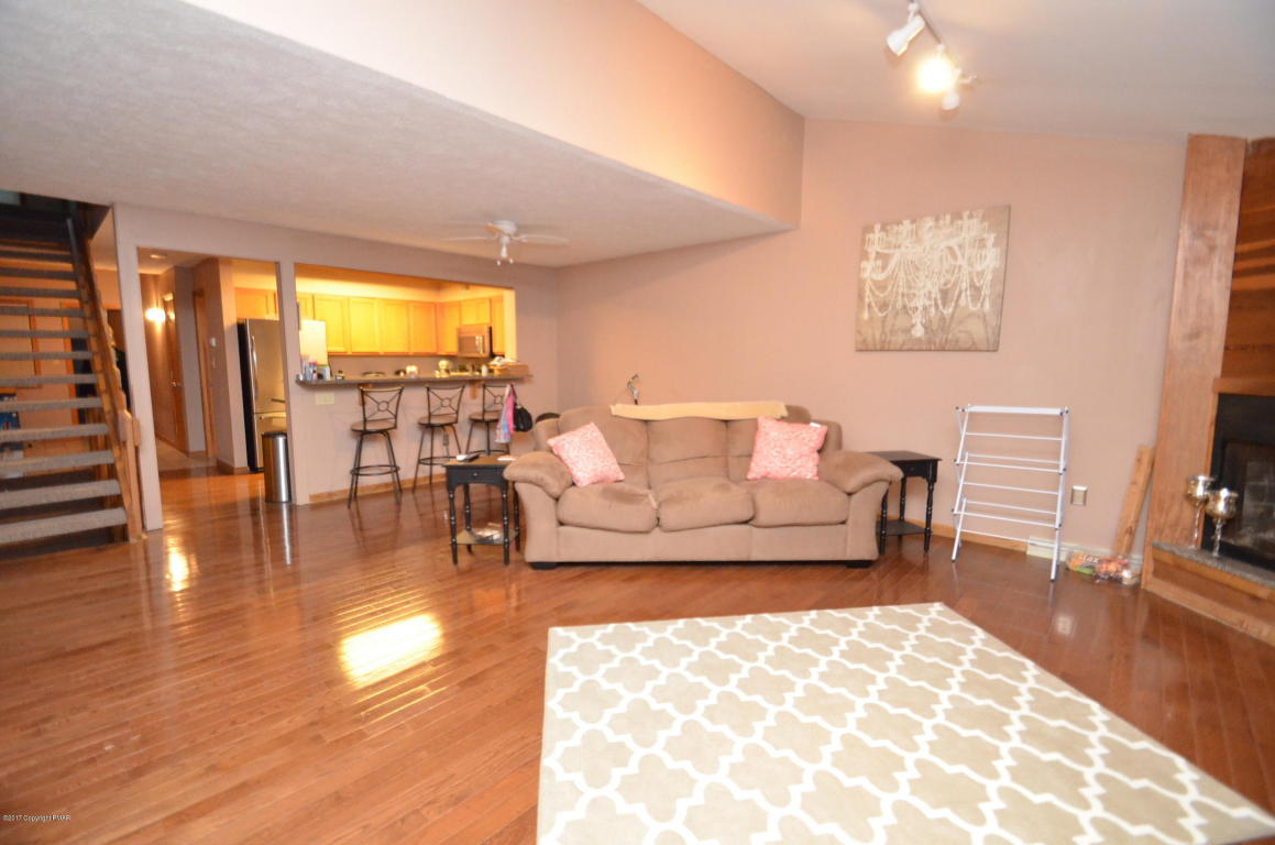 38 Sky View Dr, East Stroudsburg, PA 18302