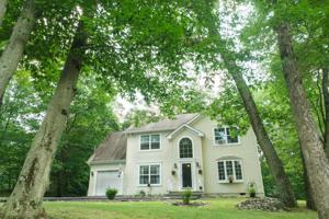 2159 White Oak Dr, Tannersville, PA 18301