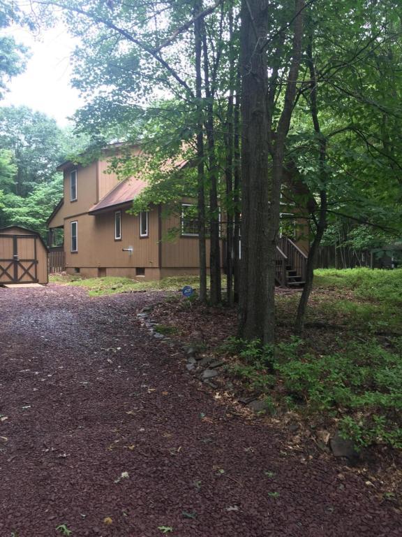 240 Brier Crest Rd, Blakeslee, PA 18610