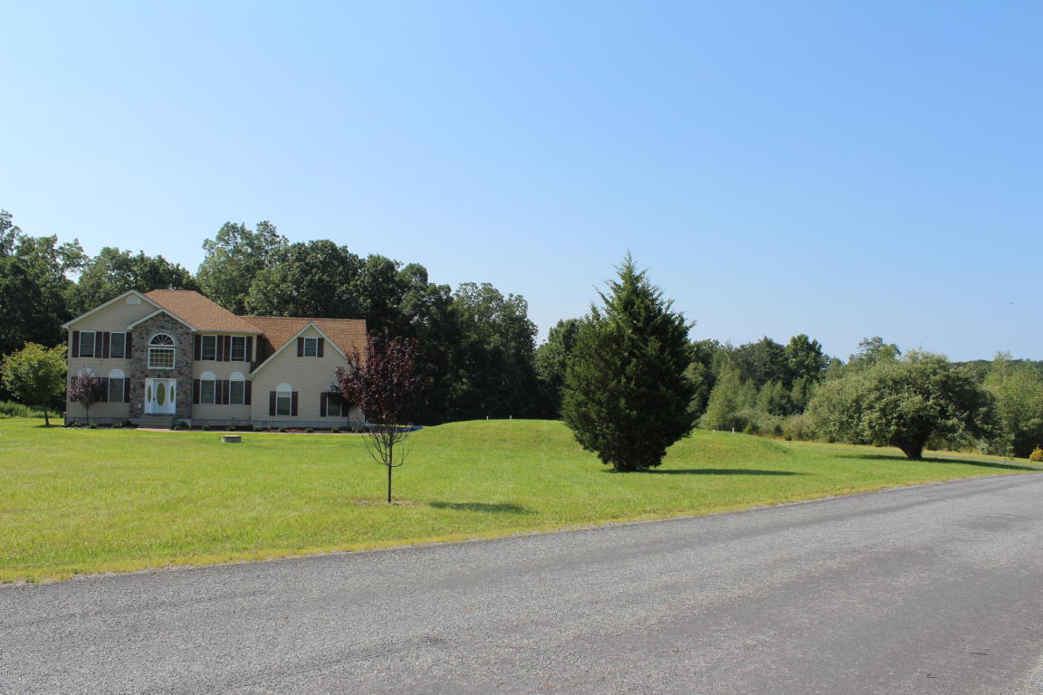105 Pennbrook Rd, Stroudsburg, PA 18360