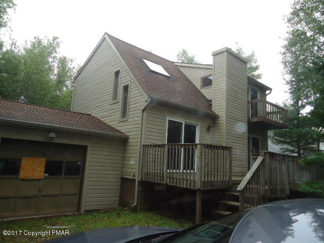 251 Clearview Dr, Long Pond, PA 18334
