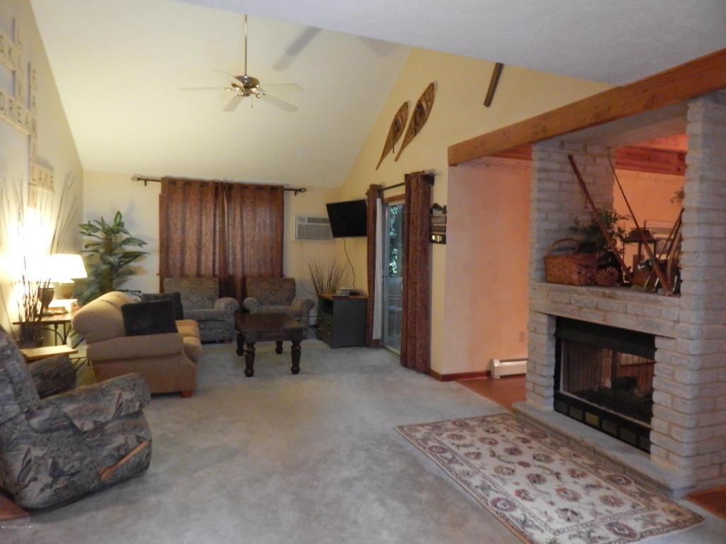 4151 Catawissa Dr, Pocono Lake, PA 18347