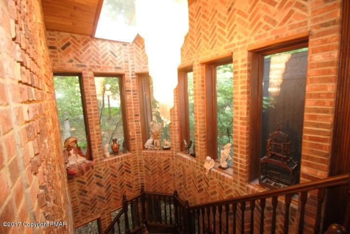 2424 Overlook Ln, Pocono Pines, PA 18347