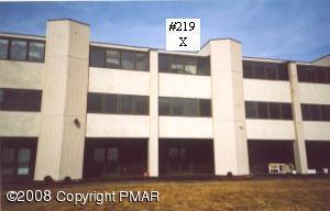 115 Foxfire Dr, Mount Pocono, PA 18344