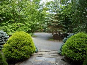 6259 Lakeview Dr, Pocono Pines, PA 18350