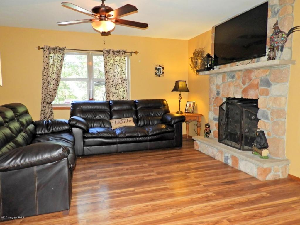 190 Comanche Pines Road, Effort, PA 18330