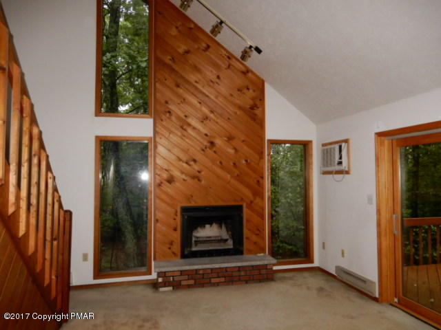 3221 Cherry Ridge Rd, Bushkill, PA 18324