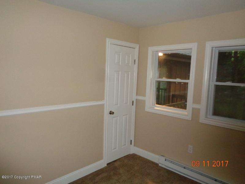 614 Buckle Boot Rd, Henryville, PA 18332