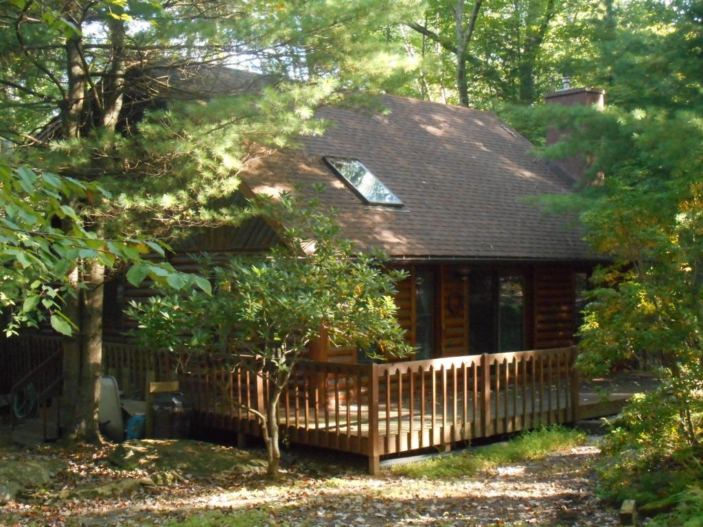 181 Forest Dr, Canadensis, PA 18325