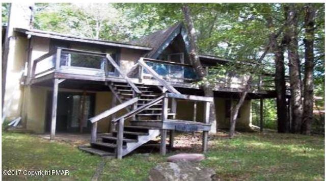 405 Paxinos Dr, Pocono Lake, PA 18347