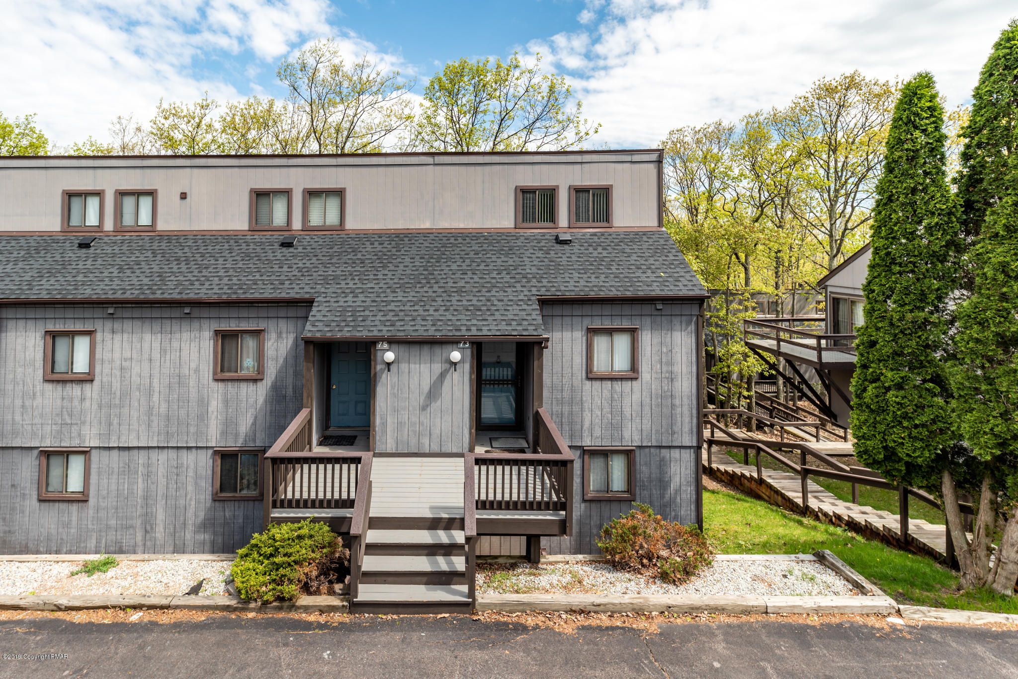 73 Cross Country Ln, Tannersville, PA 18372