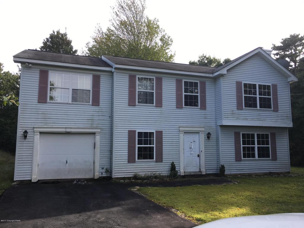 186 Island Dr, Long Pond, PA 18334