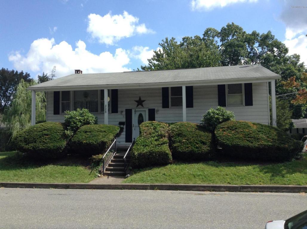 225 S 7th St, Bangor, PA 18013